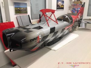 modellflugzeug lackiert