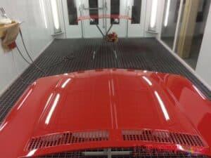 BWM-Lackierung-rote-Motorhaube